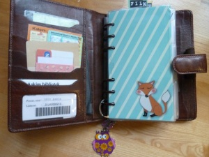 Inside there are 6 card pockets, and one vertical pocket, The cute owl keychain is from Blafre, and the fox dashboard is from Mrs. Brimbles on etsy.