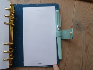 And there´s another notepad in the back of the planner.